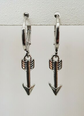 Mini arrow oorbellen zilver