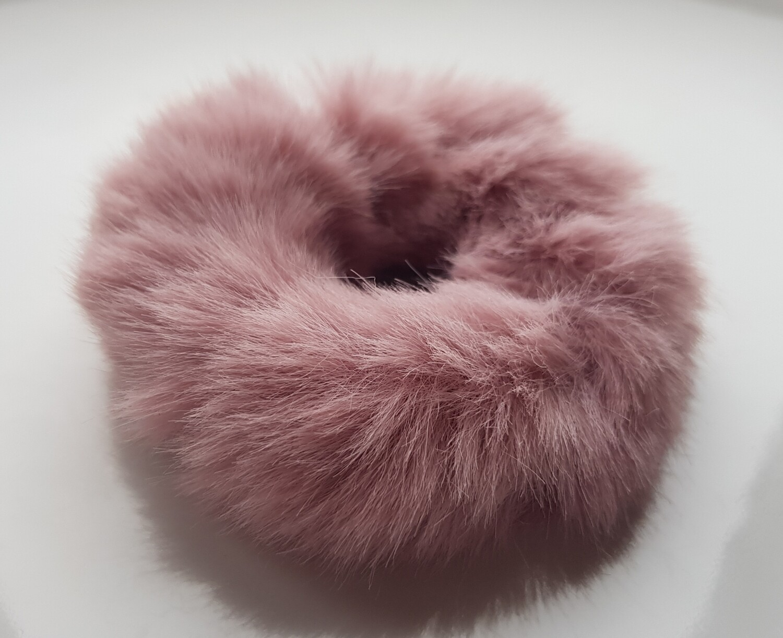 Furry scrunchie roze