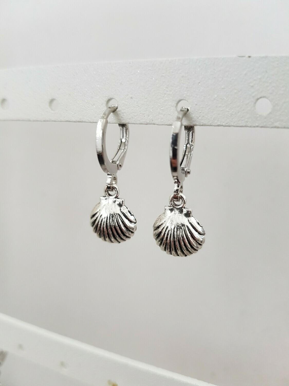 Mini beach shell oorbellen zilver