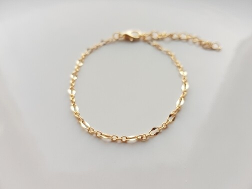 Tiny oval armband goud