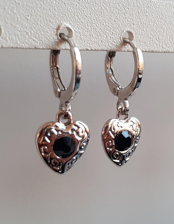 Hartjes oorbellen zwarte steen zilver