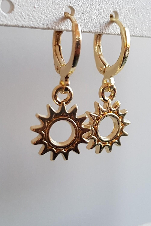 Mini open sun oorbellen goud
