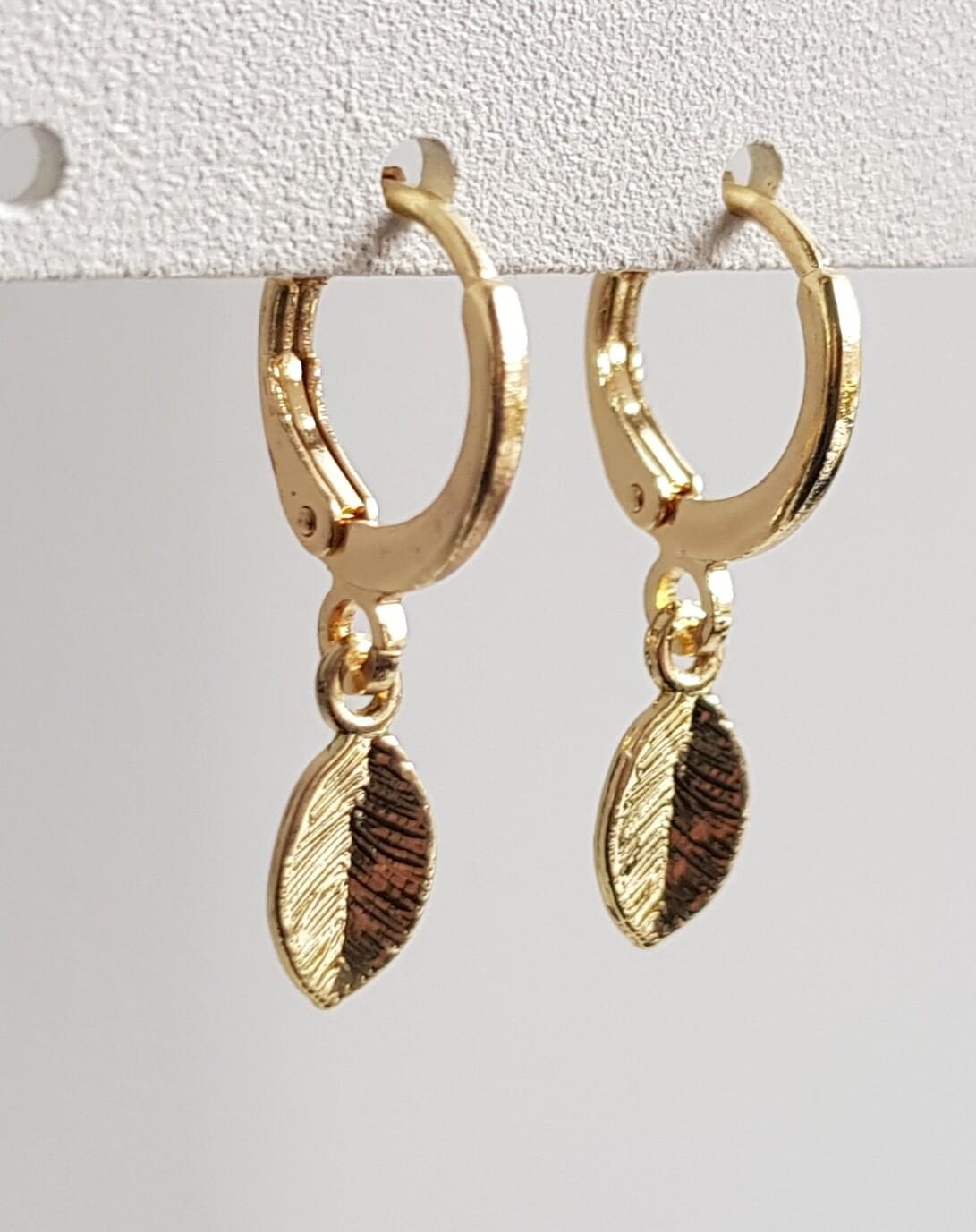 Tiny leaf oorbellen goud