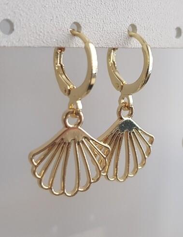 Platte schelp oorbellen goud