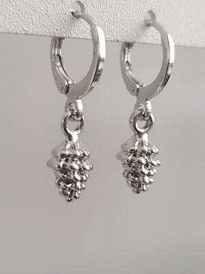 Dennenappeltje oorbellen zilver