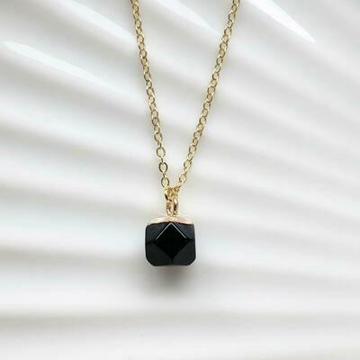 Zwarte natuursteen ketting goud