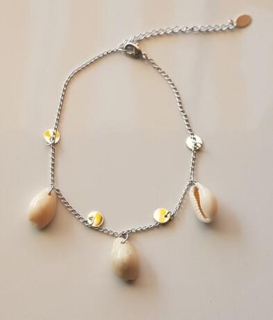 Enkelbandje met 3 schelpjes en beads zilver