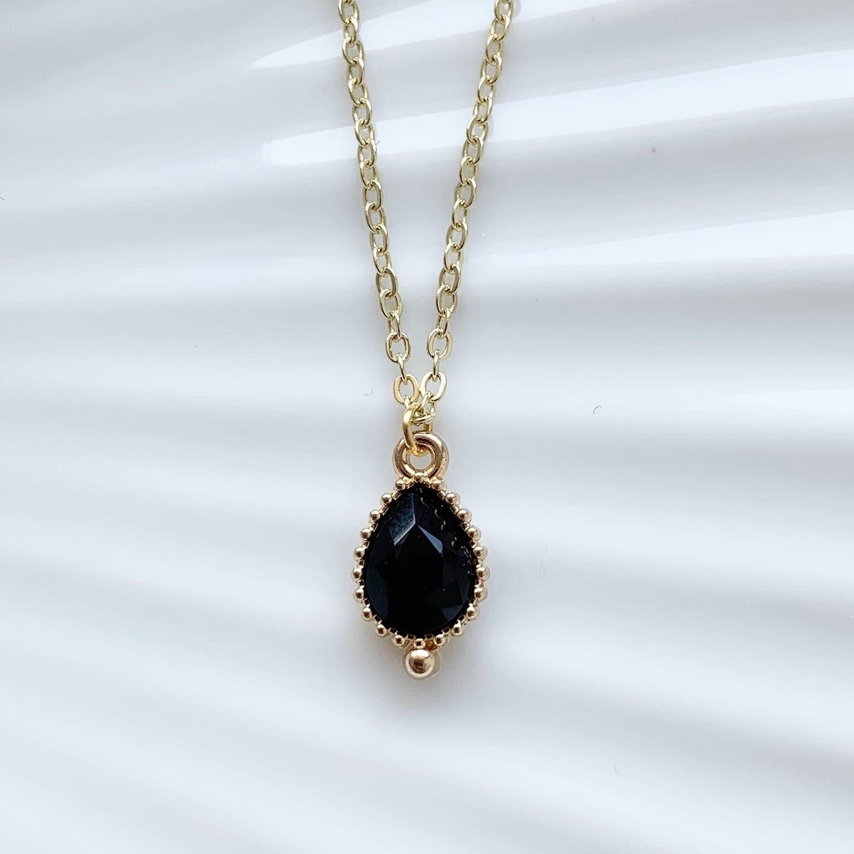 Druppel ketting zwarte steen goud