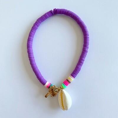 Gekleurde enkelband met schelp en palmboom paars