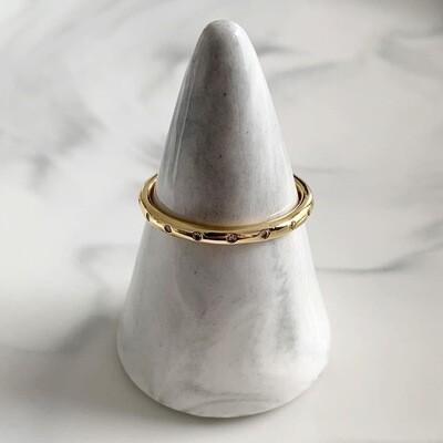 Subtiele ring met steentjes goud