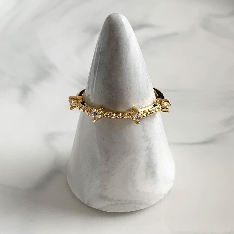 Gouden ring met 4 strass steentjes