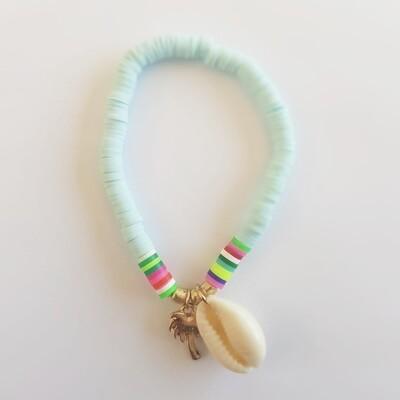 Gekleurde armband met schelp en palmboom licht blauw