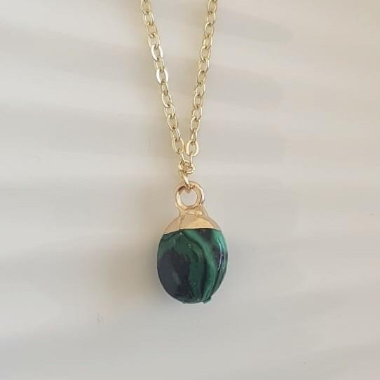 Ronde natuursteen ketting gestreept groen/goud