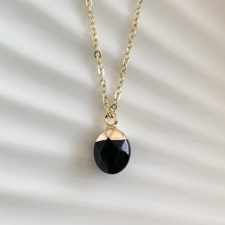 Ronde natuursteen ketting zwart/goud