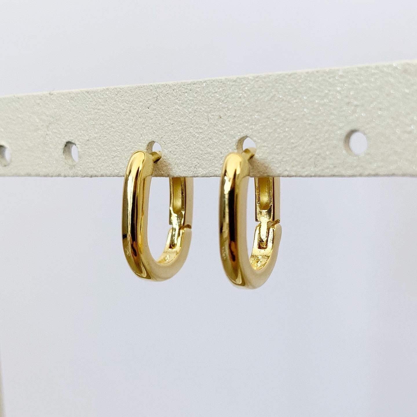 Minimalistische oorringetjes gold plated 15 mm
