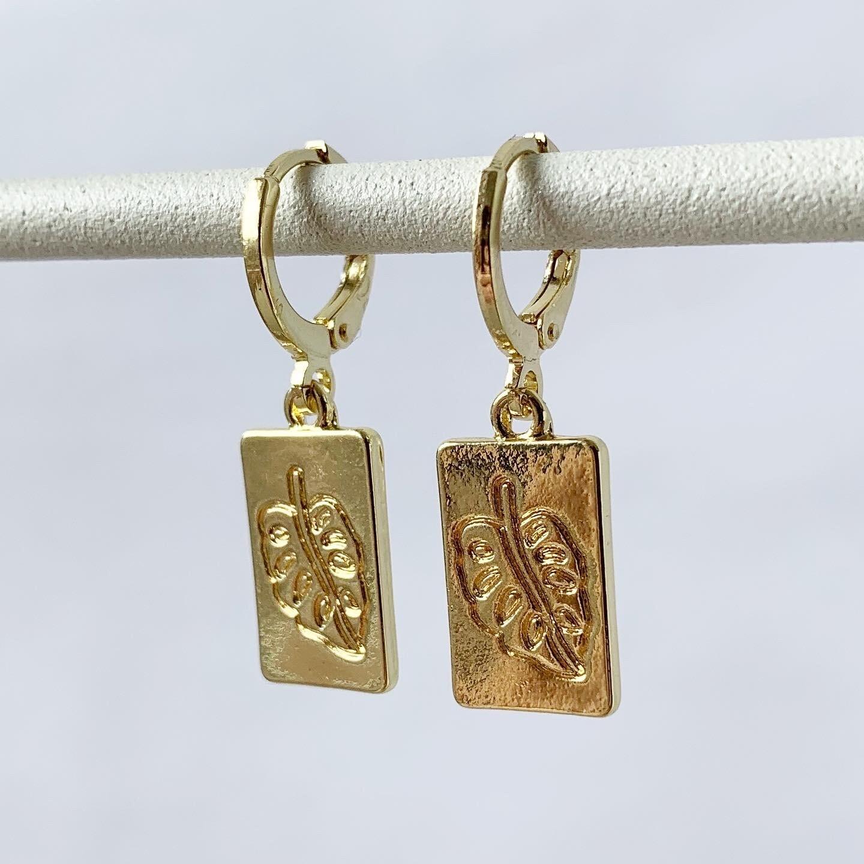 Blaadjes plaat oorbellen goud