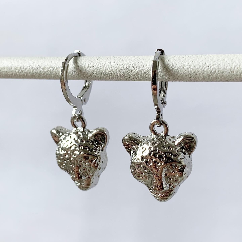Leopard head oorbellen zilver