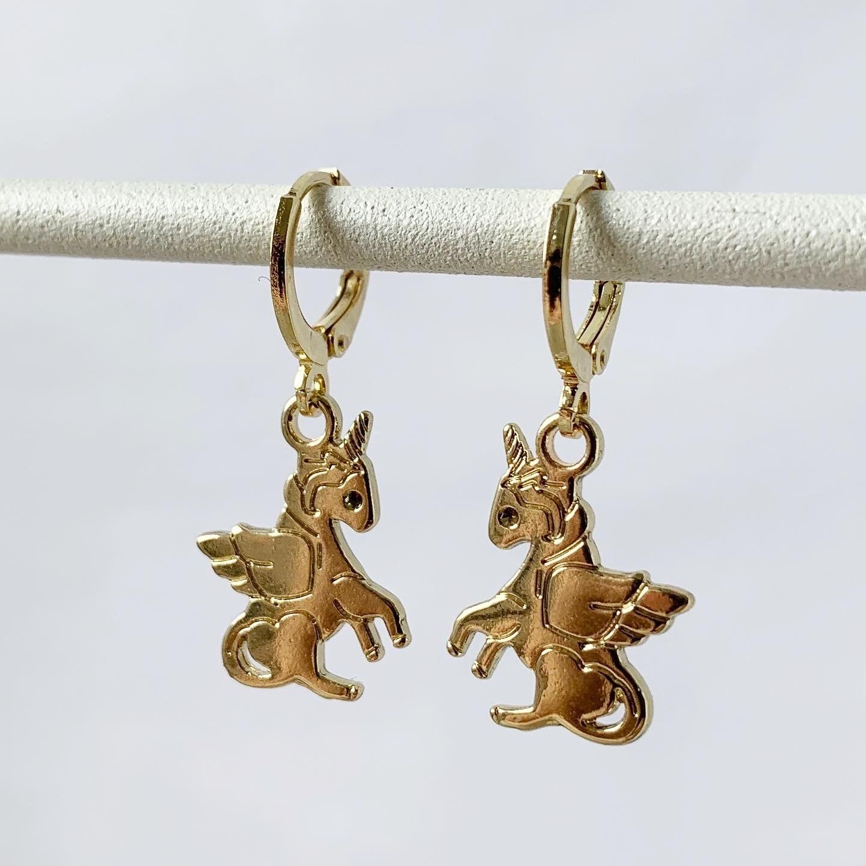 Eenhoorn oorbellen goud