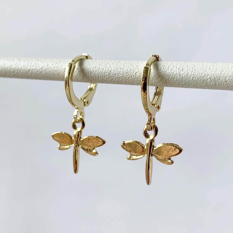 Mini libelle oorbellen goud