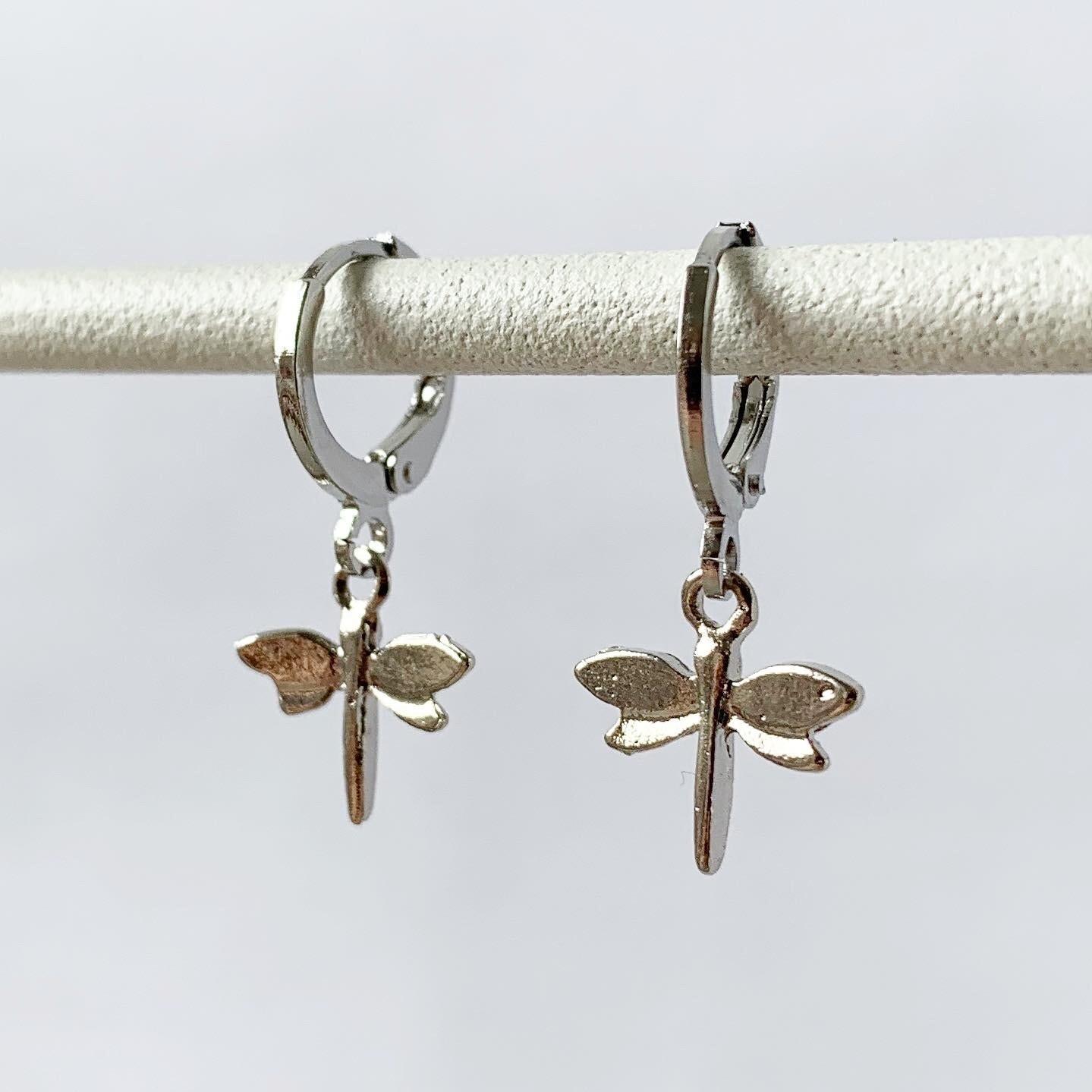 Mini libelle oorbellen zilver