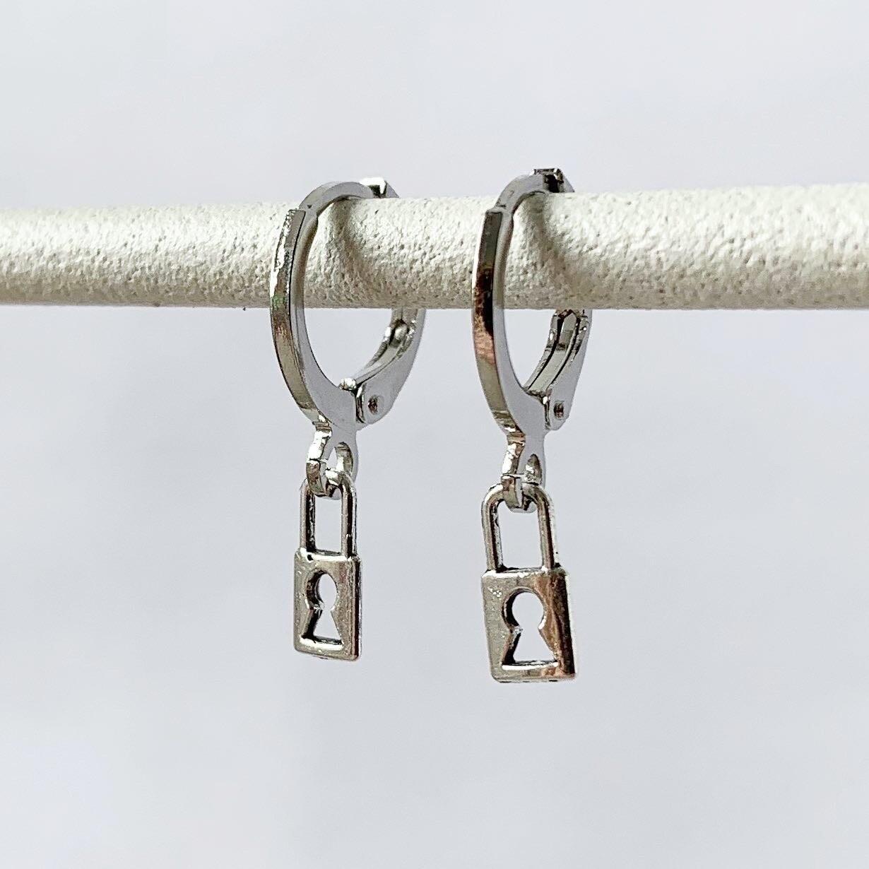 Tiny lock oorbellen zilver