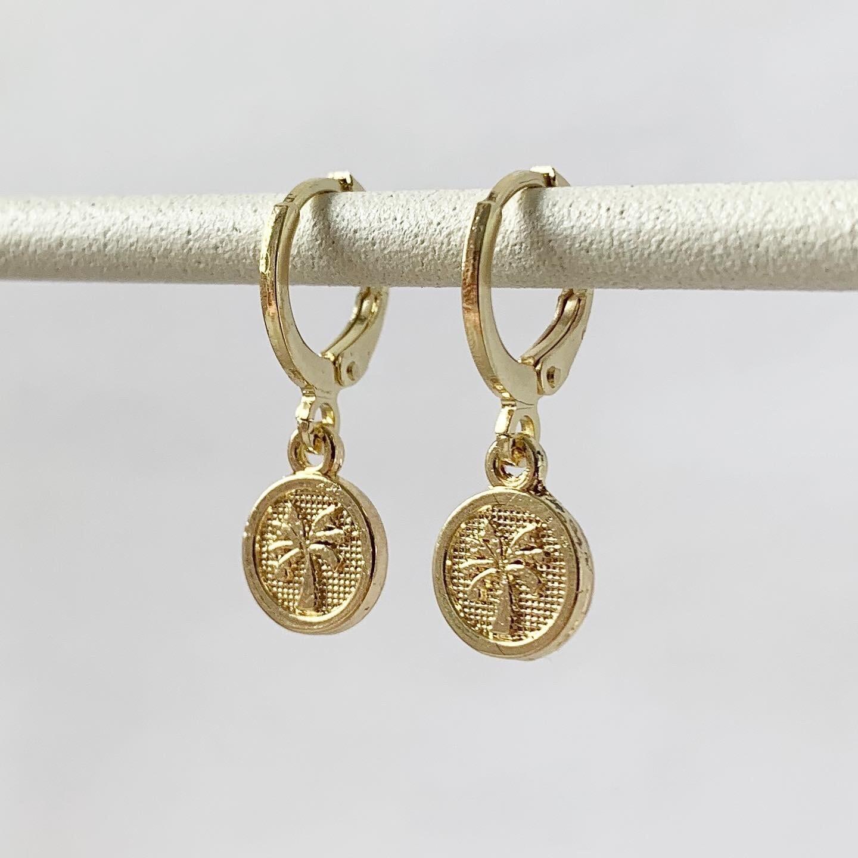 Tiny palmboom coin oorbellen goud