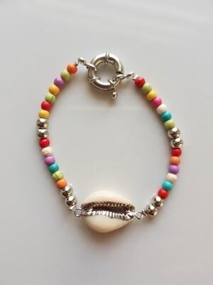 Gekleurde kralenarmband met schelp zilver
