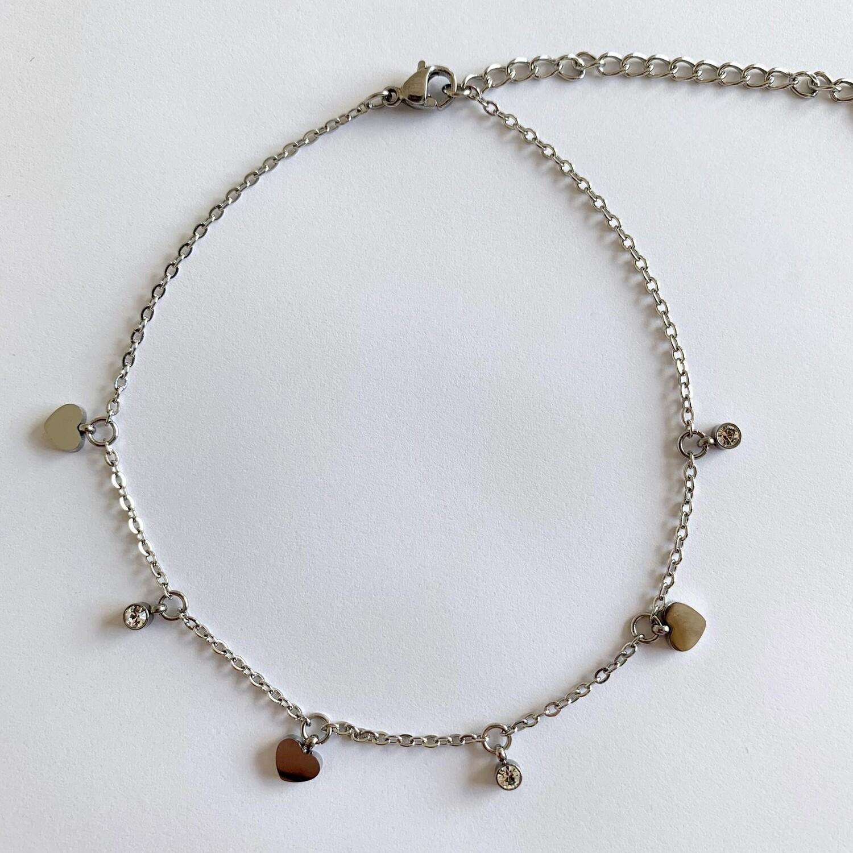 Enkelbandje met hartjes en strass steentjes/Stainless steel