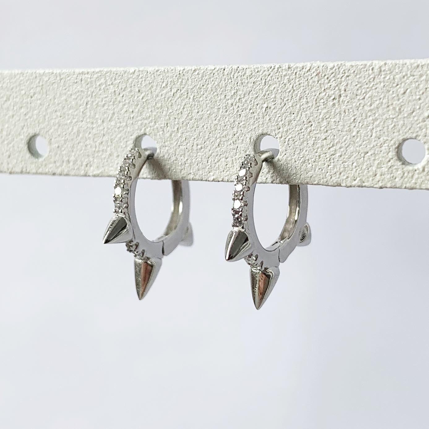 Spikes oorringetjes met zirkonia steentjes 925 sterling zilver