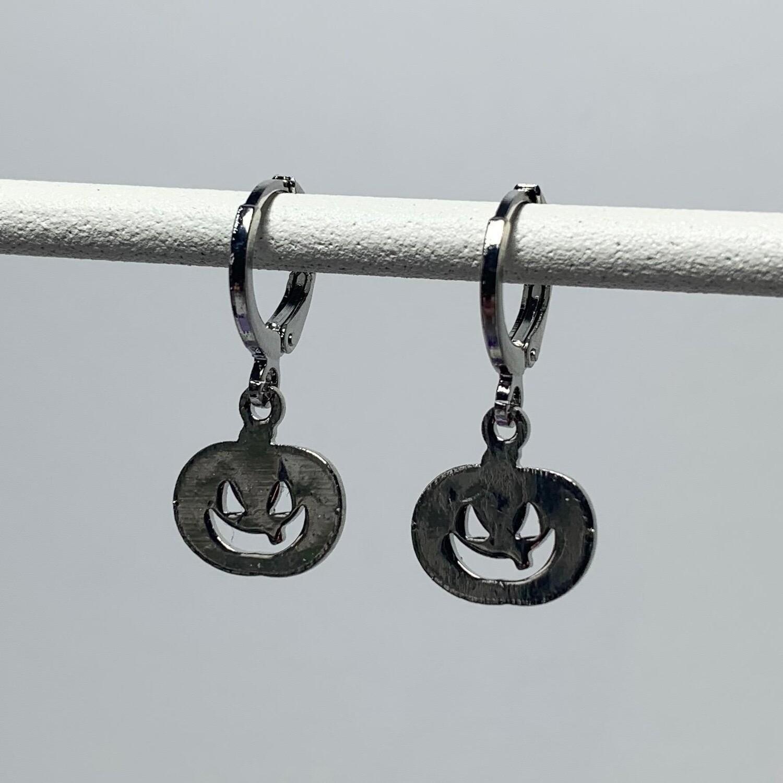 Scary pompoen oorbellen zilver (kleur)