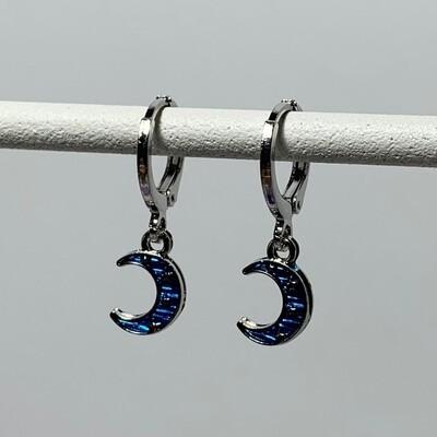 Blauwe maan oorbellen kleur: zilver