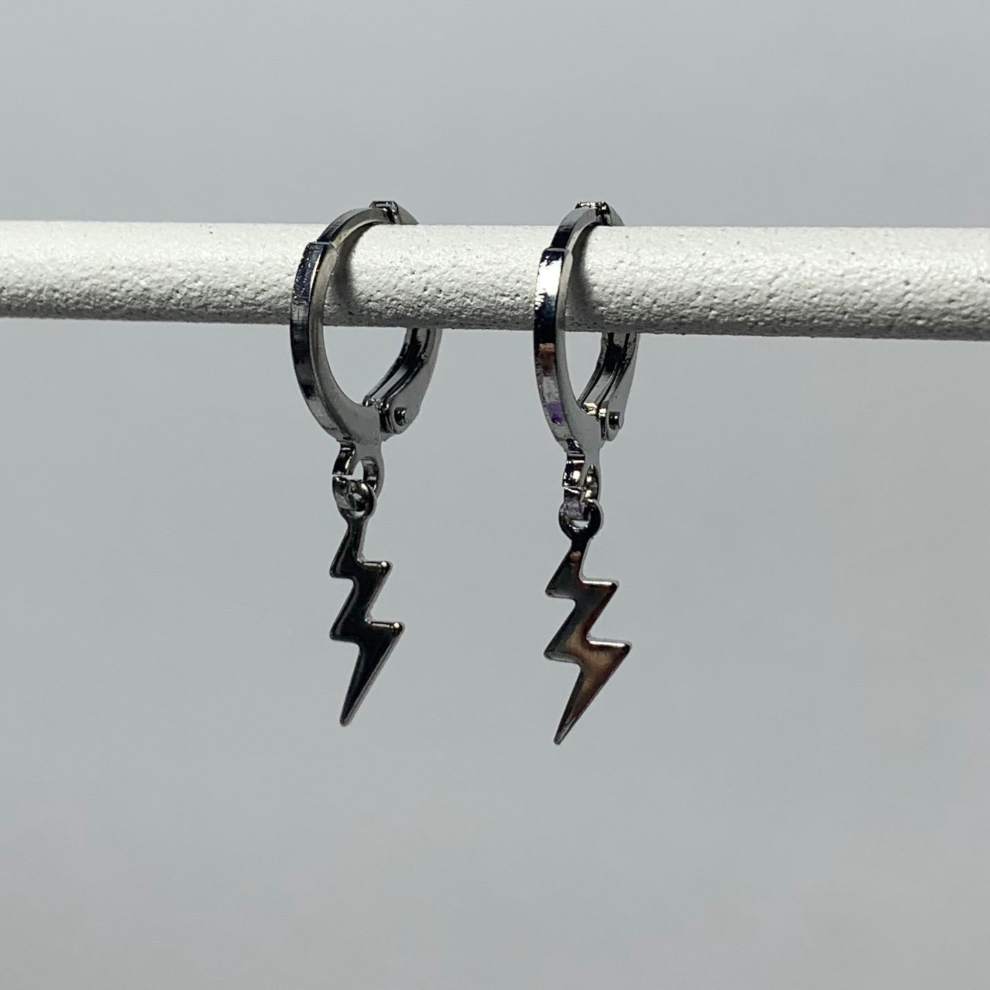 Tiny bliksem oorbellen zilver kleur: zilver