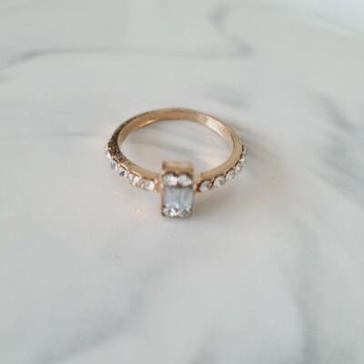 Rechthoekje diamantjes ring kleur: goud