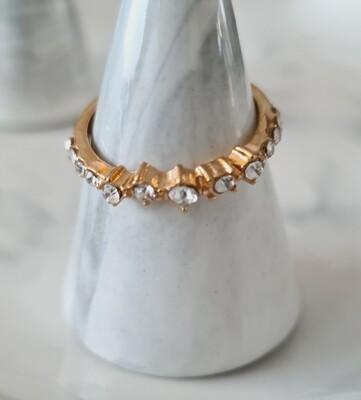 Asymmetrische diamantjes ring kleur: goud