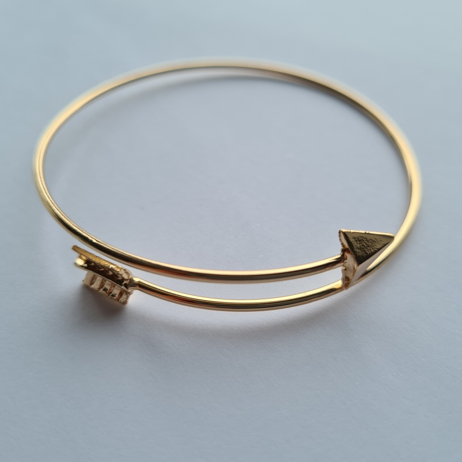 Arrow armband goud