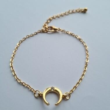 Hoorn met strass steentje armband kleur: goud