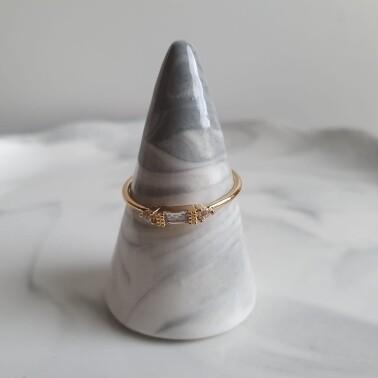 Ring met 3 zirkonia steentjes ring kleur: goud