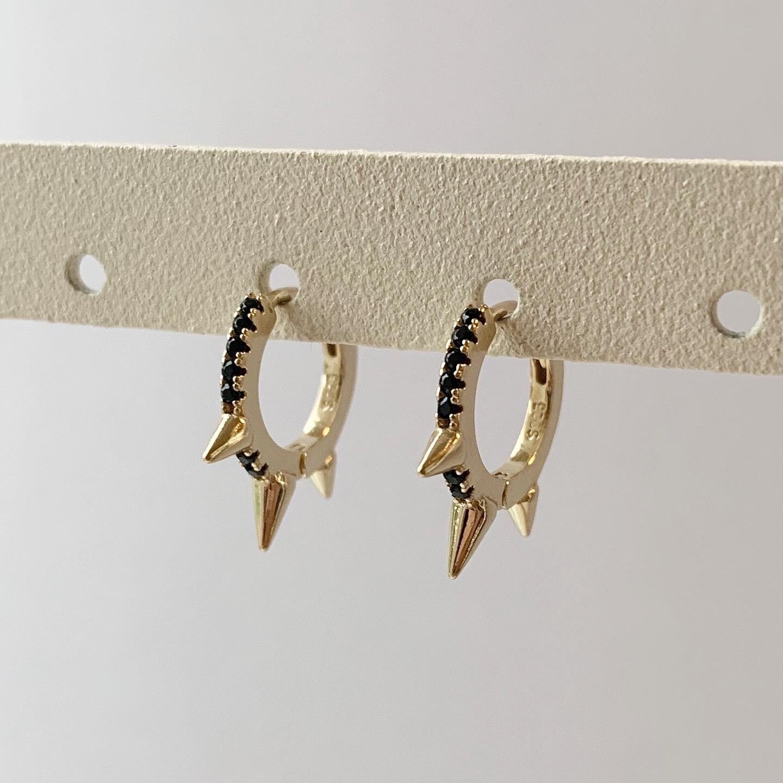 Zwarte spikes oorringetjes goud/925 sterling zilver