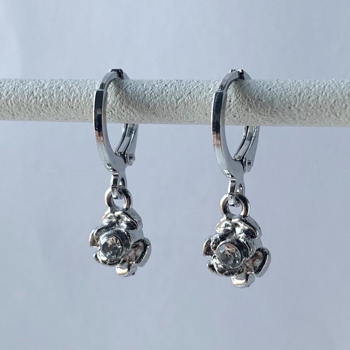 Mini shiny rose oorbellen zilver