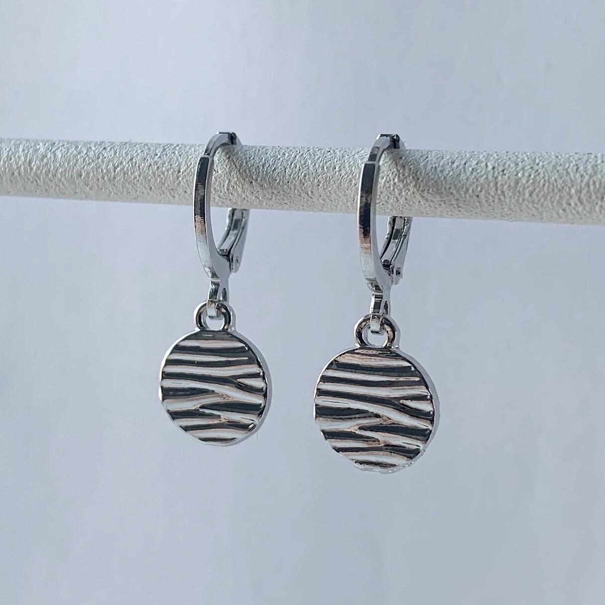 Mini zebraprint oorbellen zilver