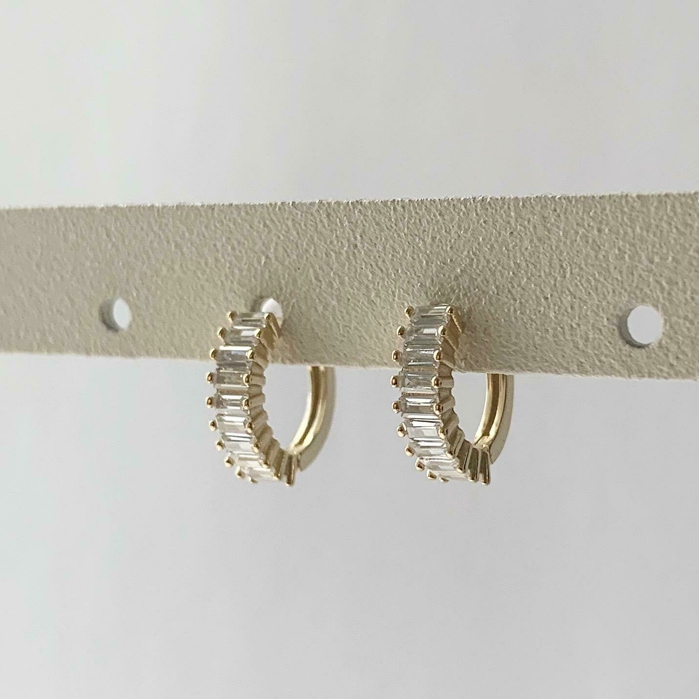 Caterpillar oorringetjes met zirkonia steentjes goud/925 sterling zilver