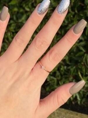 Minimalistische ring met zirkonia steentje steentje ring kleur: rosé goud