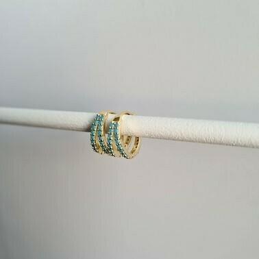 Twin oorbellen met blauwe steentjes goud/925 sterling zilver