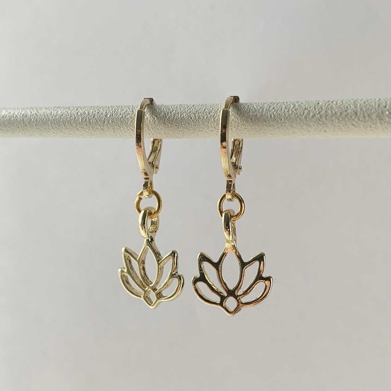 Lotus oorbellen goud