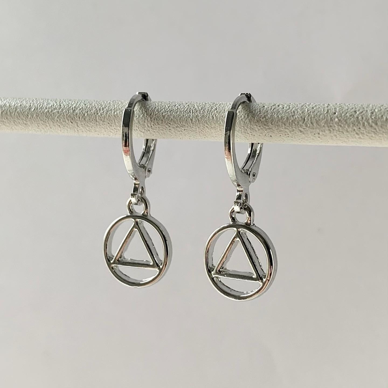 Driehoek in een circel oorbellen zilver