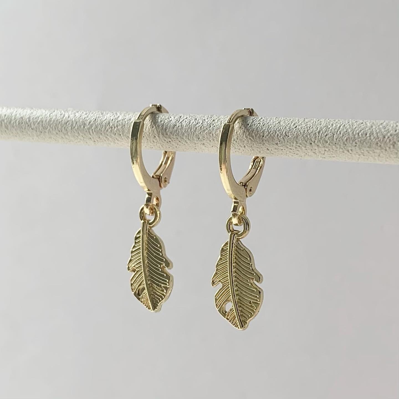 Mini veertjes oorbellen goud