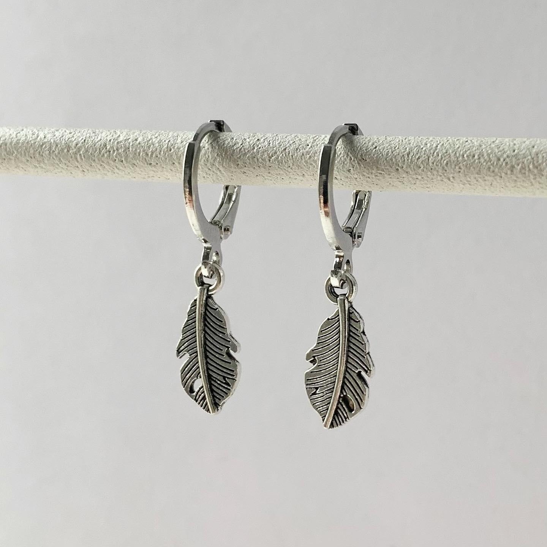 Mini veertjes oorbellen zilver
