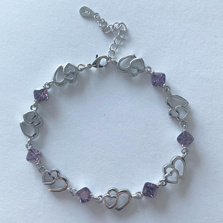Hartjes armband met paarse kristallen steentjes 925 sterling zilver
