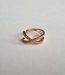 Shiny crossed ear cuff rosé goud/925 sterling zilver