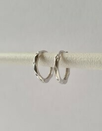 Tiny gekreukelde oorringetjes 925 sterling zilver